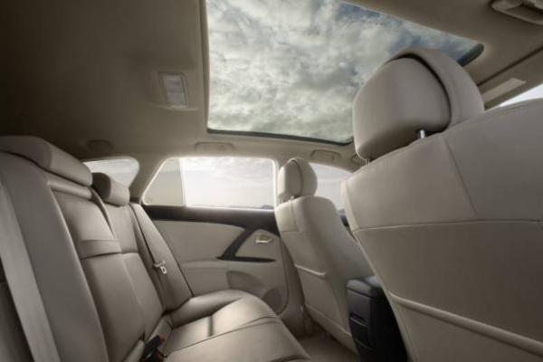 Toyota Avensis 2010 interior