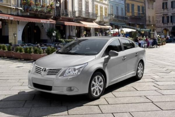 Angular front of a Toyota Avensis 2010