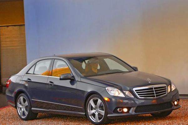 2010 Mercedes-Benz E350 angular front