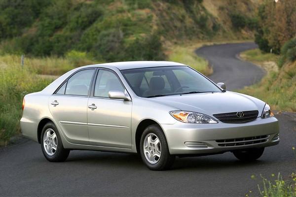 Toyota Camry 2005 angular front