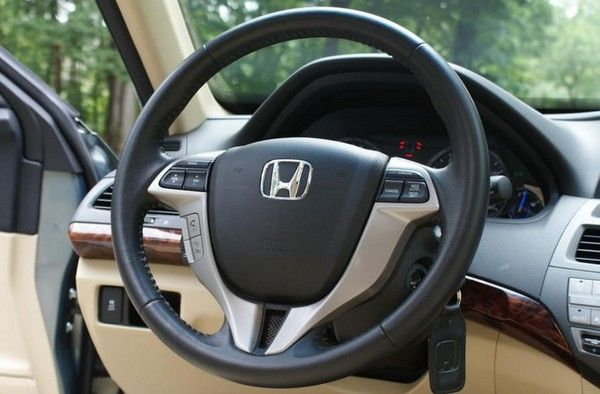 Honda Crosstour 2010 steering wheel