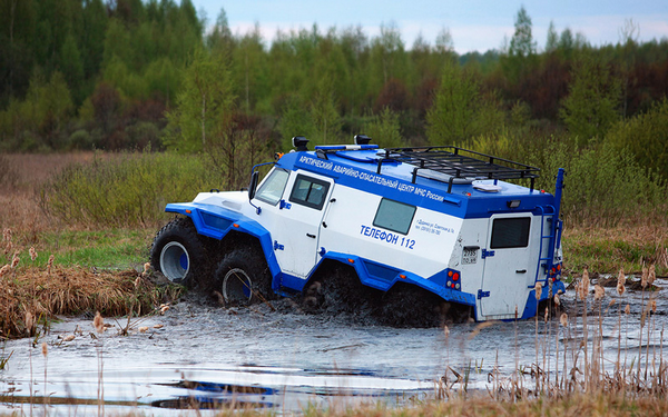 angular rear of theAvtoros Shaman 8WD all-terrain