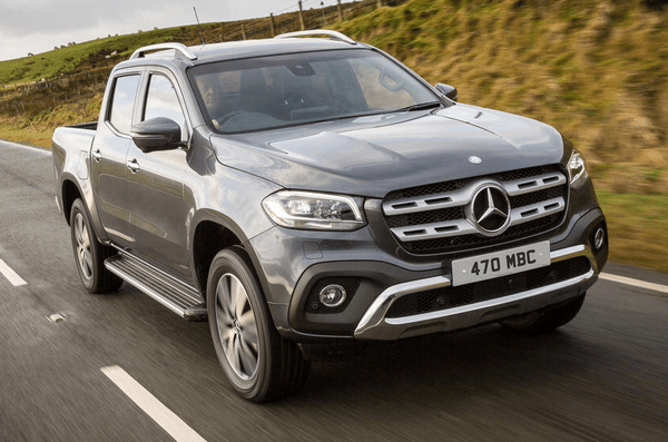 Angular front of the Mercedes-Benz X-Class