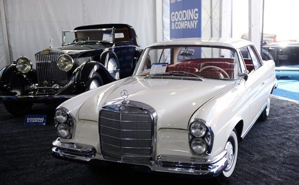 Image-of-a-1961-Mercedes Benz-220S
