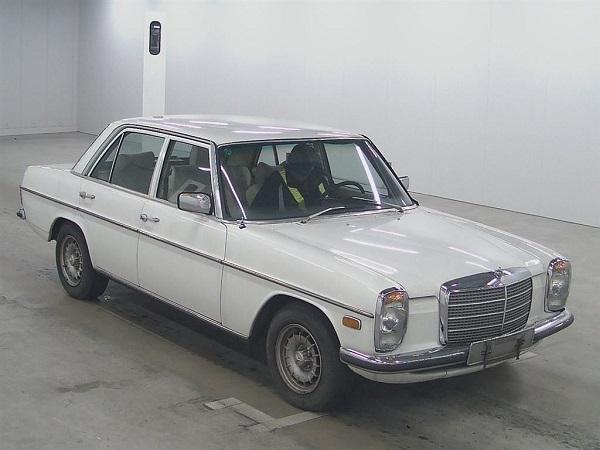 Image-of-a-1975-Mercedes-Benz-230E