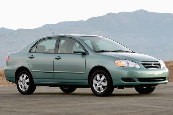Toyota-Corolla-2005-salon-car