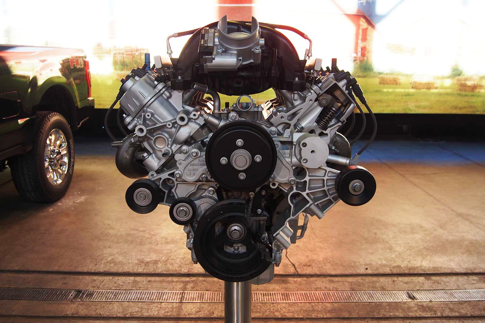 engine-block-showing-V-configuration-that-the-Acura-MDX-and-the-Lexus-RX-use