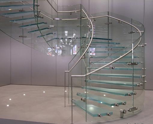 Thiết kế cầu thang kính cường lực