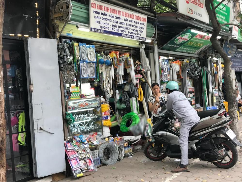 Dãy phố với 40 cửa hàng siêu nhỏ 1-2m2 tồn tại 40 năm giữa Hà Nội 5