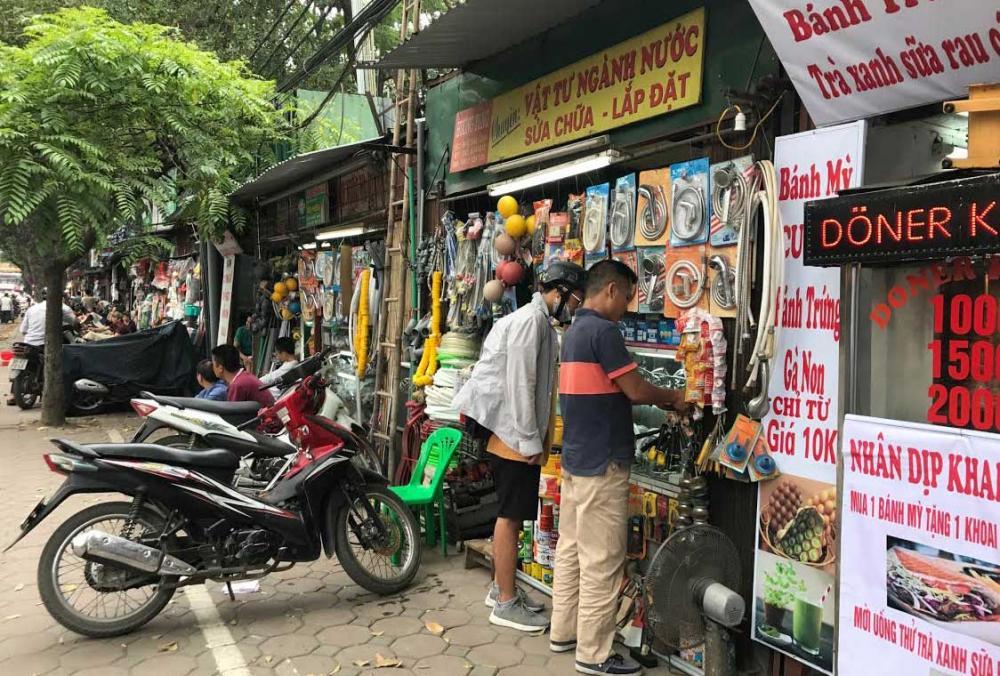 Dãy phố với 40 cửa hàng siêu nhỏ 1-2m2 tồn tại 40 năm giữa Hà Nội 6