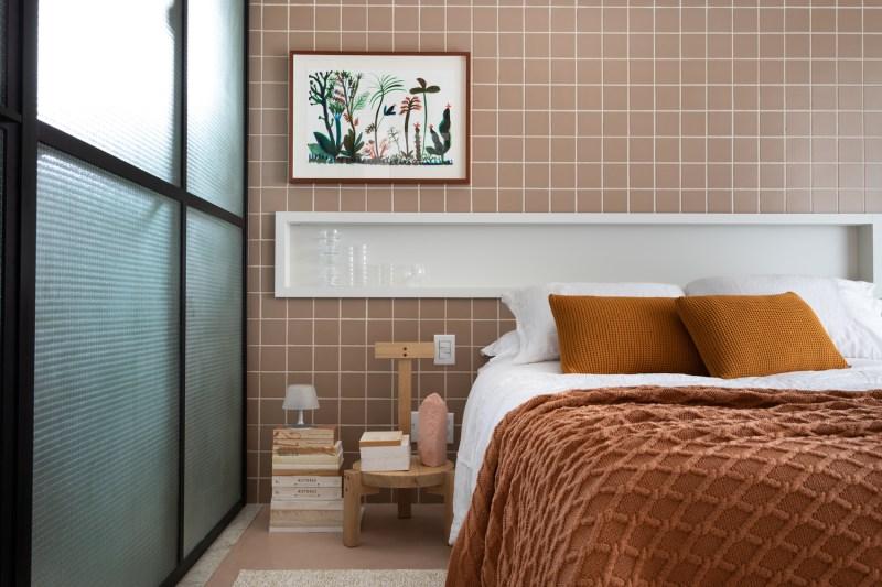 vách kính mờ khung thép ngăn cách giữa phòng ngủ và phòng tắm