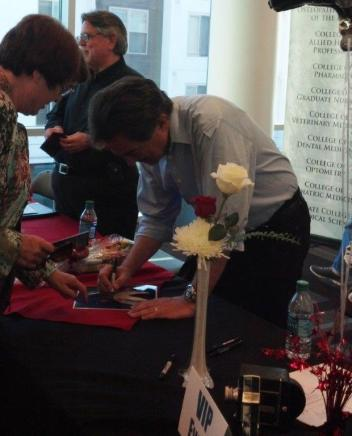 Joe Mantegna signing.