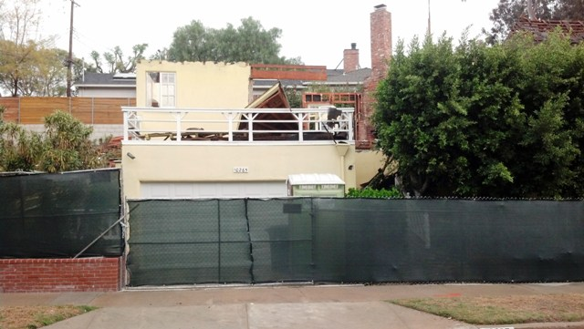 Viewing the Remains  of Bradbury's Home (6/6)