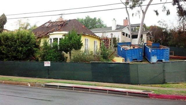 Viewing the Remains  of Bradbury's Home (2/6)
