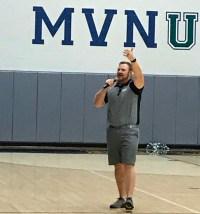 Kurt Roberts speaks with Mount Vernon students.