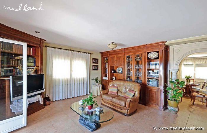 Villa in klassieke stijl met 4 slaapkamers kelder en