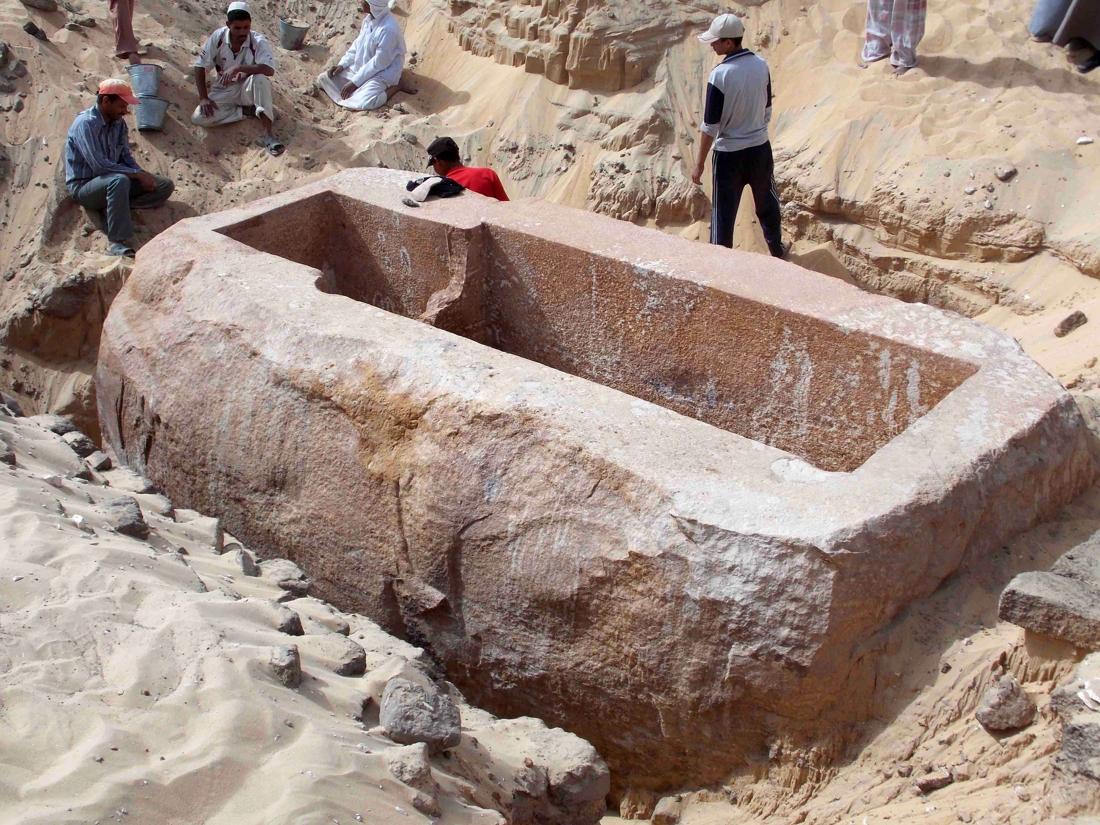 vy52f0ac7b - Sarcófago descubierto en Abydos de más de 60 toneladas