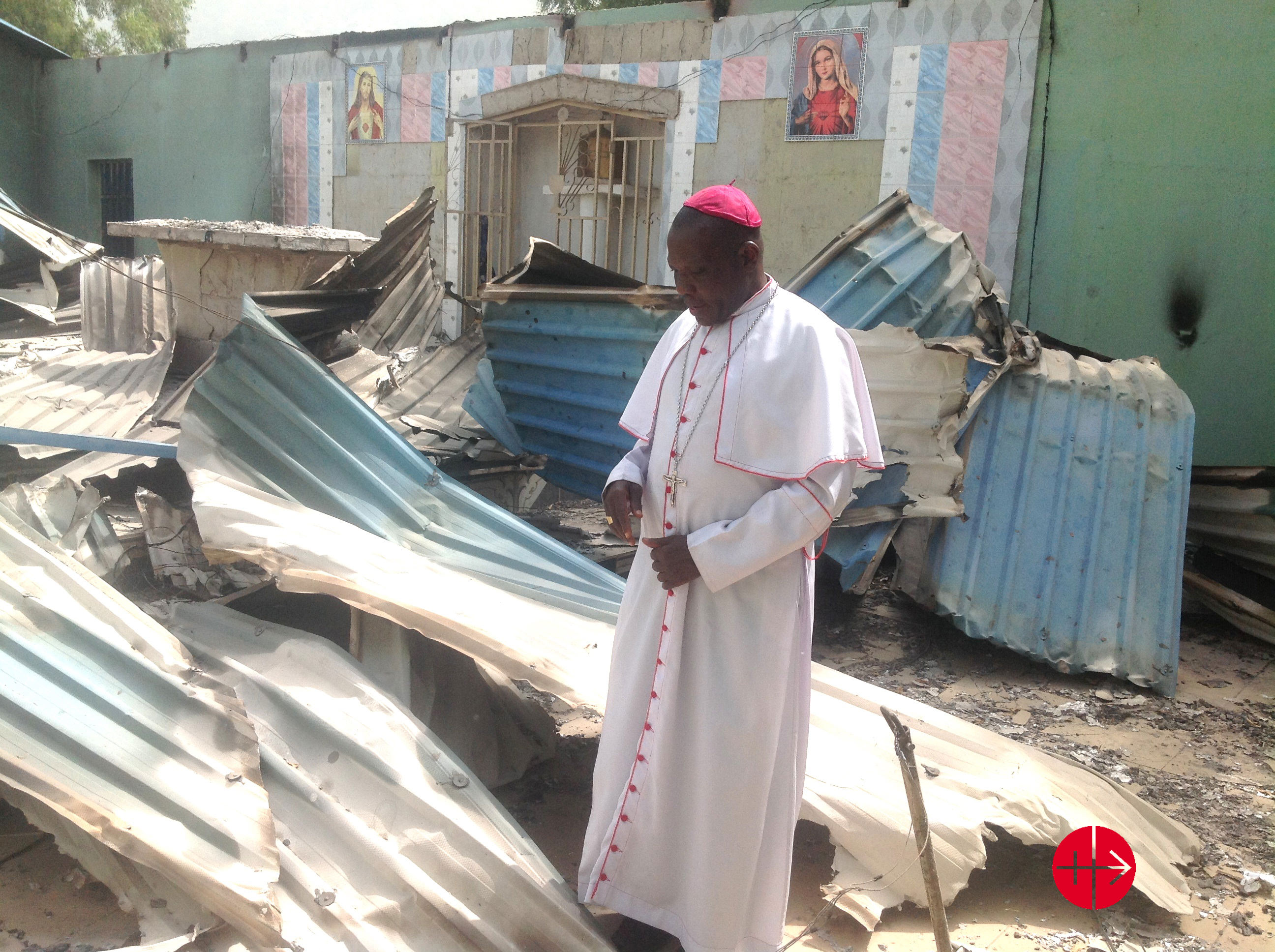https://i0.wp.com/files.acn-aed-ca.org/0511Nigeria_Bishop-Oliver-Dashe-Doeme-in-the-remains-of-a-Catholic-church-in-Bahuli.jpg