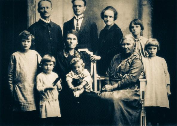 Fundador da primeira escola adventista no país, com sua família em 1907 Rosário, Paraguai