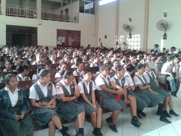 Alumnos de Colegios Adventistas también se involucraron en la caravana.