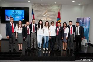 """Líderes JA de la Iglesia Adventista en Chile junto a los jóvenes que participarán en """"Un Año en Misión, Isla de Pascua"""". ©Alfredo Müller"""