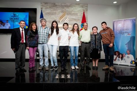 """Familiares de los jóvenes que participarán en """"Un Año en Misión, Isla de Pascua"""". ©Alfredo Müller"""