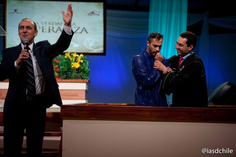 Muchas personas entregaron sus vidas a Jesús por medio del bautismo. ©Alfredo Müller