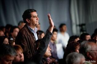 Personas aceptando el llamado de Dios en los temas presentados por el Pr. Robert Costa. ©Alfredo Müller