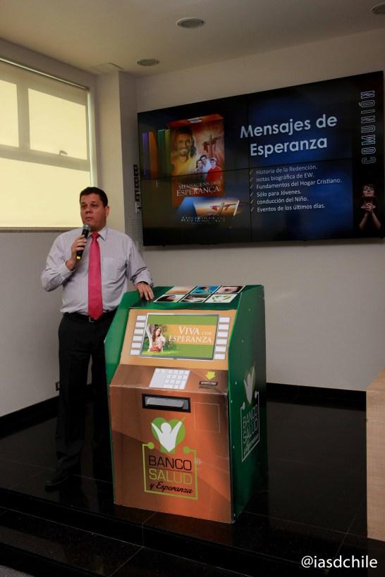 Pr. Oscar Gill líder de Publicaciones de la Unión Chilena, presentando los desafíos para 2015. ©Alfredo Müller