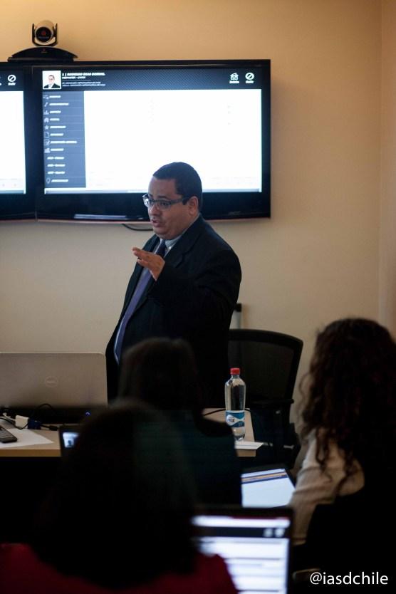 Rodrigo Dias Dorval dirigiendo la capacitación a las secretarias. ©Alfredo Müller