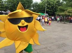 Tomar el sol 15 minutos al día, es uno de los mensajes que lleva el embajador de la salud
