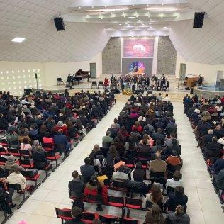 Culto en la iglesia de la Universidad Adventista de Chile.