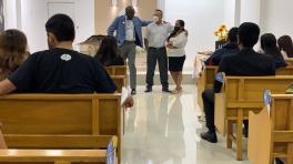Iglesia Adventista de guayaquil 27 ava, al fondo el Pastor Santy Morejón junto a los padres de Joel Quinto quienes aceptaron el llamado al bautismo. (Foto: Joel Quinto)