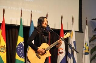 Melissa Otto cantou na abertura do encontro.