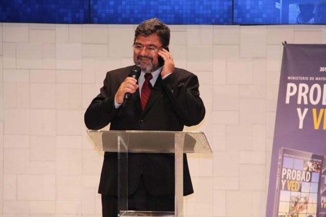Melchi Rodrigues contou bastidores das gravações como chuva artificial, entre outras curiosidades