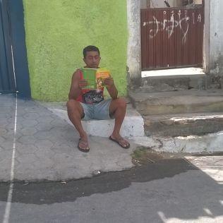 Entrega de livros em Itaobim