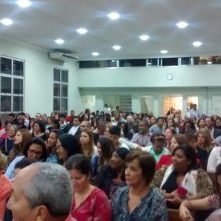 Mais de 400 pessoas estiveram presentes no encontro de gerações desde a década de 80. (Fotos dispositivos móveis)