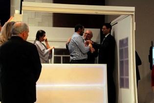 Robel Gonçalves fez uma surpresa para a esposa, a advogada Gleyscler Belussi, ao aceitar o convite dela para também ser batizado