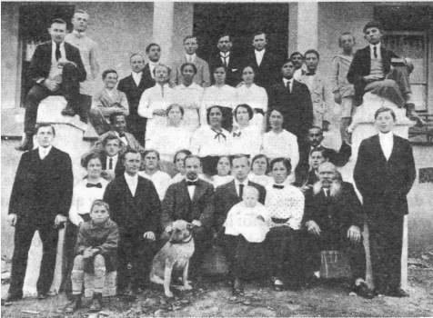 Lipke e sua família. O pioneiro teve dois filhos adotivos.