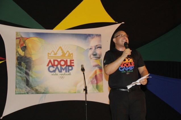 O pastor Michael Reis fez a abertura do Adolecamp - Vida Radical