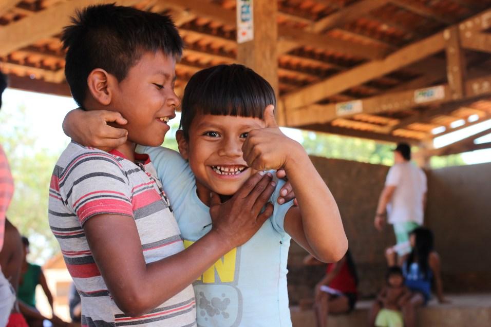 meninos inãs