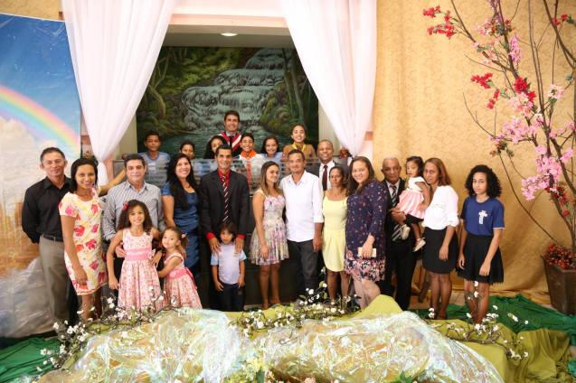 Famílias estiveram presentes para participarem da festa batismal.