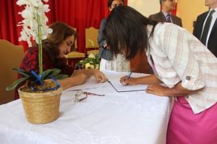 Ao assinarem a ata fiéis assumem status de membros da nova igreja.