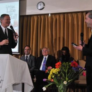 Evangelismo público com pastor Mark Finley em Dublin, na Irlanda. (Foto: Divisão Transeuropeia)