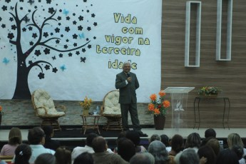 Pastor Izas Cardoso motivou os participantes a viver intensamente, fazer viagens e praticar esportes