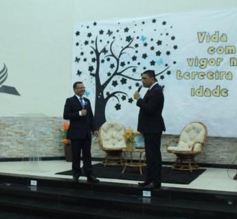 Pastores Francinaldo Lima, coordenador do encontro e o líder geral dos adventistas no sul do Maranhão, pastor Alexandre Meneses