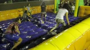 Na Escola Adventista de Palmas teve até futebol de sabão no encerramento do Dia Mundial do Jovem Adventista. (Foto: Comunicação MTo).
