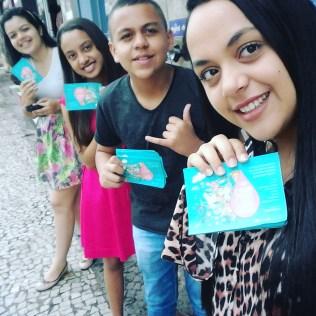 Durante a ação foram entregues folhetos informativos falando sobre a importância de doar sangue. (Foto: Comunicação Iasd Araguaína, Raizal).