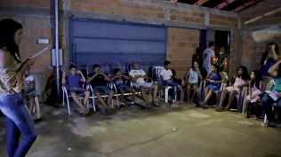 Em Gurupi, desbravadores convidaram amigos para participar da Semana Santa. Essa casa recebeu mais de 20 visitas por dia. Adolescentes e crianças se acomodaram no quintal.