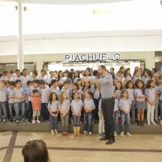 Os alunos da Escola Adventista de Palmas realizaram uma apresentação musical em um dos shoppings da cidade.